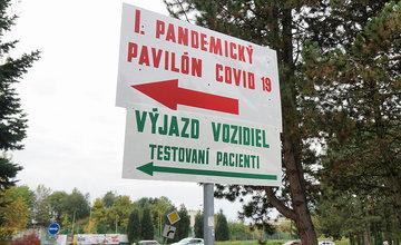 FOTO: Odberné miesta na COVID-19 v žilinskej nemocnici sú každý deň plne vyťažené