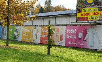 FOTO: Na Nemocničnej v Žiline niekto zrezal stromy brániace výhľadu na reklamné pútače