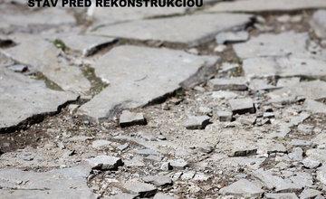 FOTO: V areáli Budatínskeho parku prebieha výmena starých rozpadnutých chodníkov