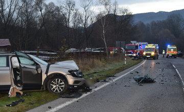 FOTO: Na Liptove došlo k vážnej dopravnej nehode, vodič sa pri predbiehaní nestihol zaradiť