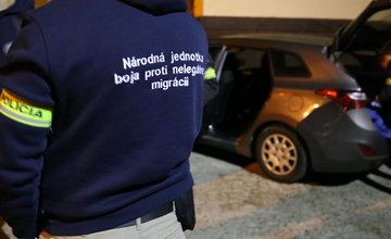 FOTO: Na viacerých miestach v Žiline zasahuje od skorého rána protiimigračná polícia
