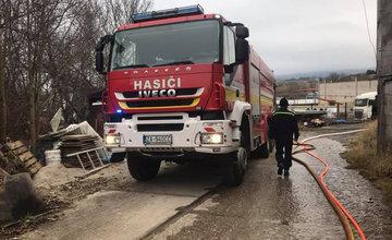 FOTO: Dnes dopoludnia došlo k požiaru haly v obci Rosina, hustý dym bolo vidieť z celého mesta