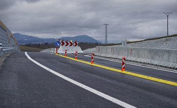 FOTO: Napojenie diaľnice D1 na privádzač cez križovatku v Lietavskej Lúčke