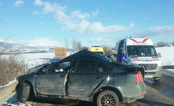 FOTO: Na Liptove došlo k vážnej dopravnej nehode, pri zrážke áut vyhasol ľudský život