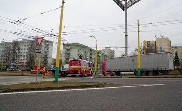 FOTO: Na Matice Slovenskej došlo k nehode osobného vozidla a kamiónu