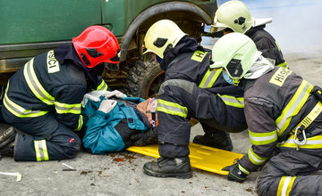 FOTO: Taktické cvičenie hasičov v Žiline, hromadná dopravná nehoda a veľký počet zranených