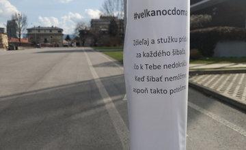 FOTO: Na Novom Bulvári v Žiline sa objavili korbáče s odkazom pre šibačov