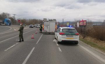 FOTO: Na výjazde z Bytče smerom na diaľnicu D1 došlo k zrážke dvoch áut, premávka je obmedzená