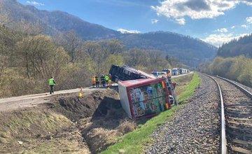 FOTO: Dopravná nehoda kamióna medzi Párnicou a Kraľovanmi