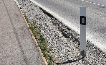 FOTO: Víkendové daždivé počasie spôsobilo vymývanie opravenej krajnice na ulici Veľký diel