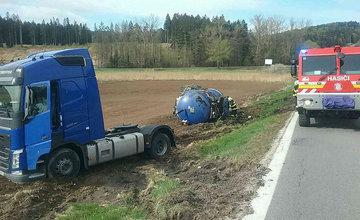 FOTO: Dopravná nehoda kamióna pri Turčianskych Tepliciach