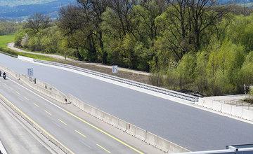 FOTO: Asfaltovanie rozšírenej diaľničnej križovatky D1 a D3 v Hričovskom Podhradí