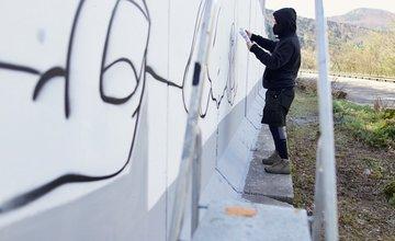 FOTO: Mural RUKY na ceste pod Strečnom medzi Martinom a Žilinou