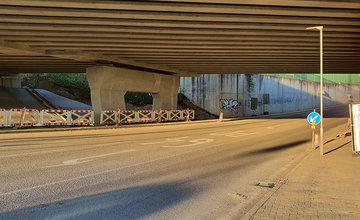 FOTO: Odvádzanie dažďovej vody z diaľničného privádzača a zatápanie podjazdu pod Solinkami