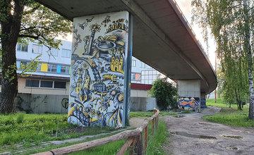 FOTO: Na mostných pilieroch pod žilinskou estakádou pribúdajú ďalšie maľby