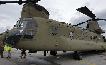 FOTO: Nad Žilinou dnes preletel armádny vrtuľník s dvoma rotormi, dotankoval palivo v Dolnom Hričove