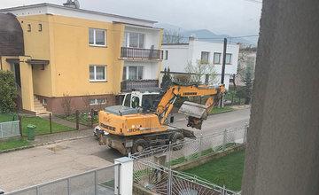 FOTO: Využívanie ciest stavebnou technikou počas výstavby privádzača v mestskej časti Bytčica