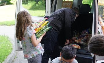 FOTO: Dar žilinskej firmy PDM Autosúčiastky pre deti v Centre pre deti a rodiny v Bytči