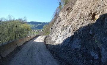 FOTO: Oprava cesty medzi Dolným Kubínom a obcou Bziny po zosuve skál