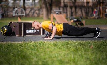FOTO: Žilinská fitness značka darovala obyvateľom workout box s pomôckami na cvičenie
