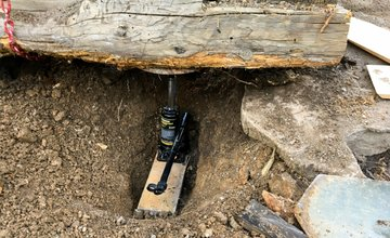 FOTO: Dobrovoľníci opravili senník pod Tlstou, premenili ho na útulňu
