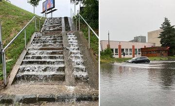 FOTO: Žilinu v nedeľu opäť potrápila voda, ktorá zaplavila viaceré cesty aj chodníky