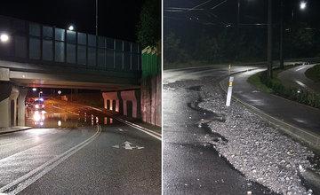 FOTO: Aj napriek opravám už tretíkrát zaplavila voda podjazd na Solinkách a cestu v lesoparku