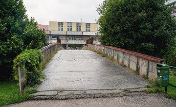 FOTO: Most pre peších na ulici Obchodná na sídlisku Vlčince v Žiline