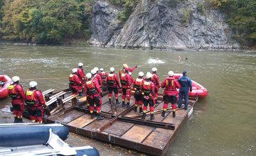 FOTO: Hasiči zo Žilinského kraja absolvovali výcvik na rieke Váh, zakončili ho splavovaním