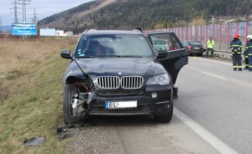Čelná zrážka vozitiel pri Tepličke nad Váhom