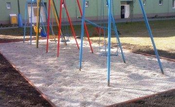Mesto opraví detské ihriská a lavičky, ktoré zničila zima aj vandali
