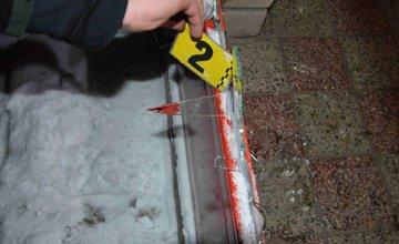 Mladík vykradol obchod za pomoci kladiva a rozbitia dverí