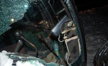 Muž kradol naftu a časti z pracovného stroja, polícia ho pri tom pristihla