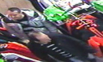 Polícia pátra po zlodejovi bundy v hodnote 500€
