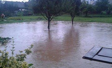 Povodeň po silnej búrke v obci Rosina a Višňové