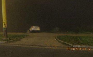 Šofér na Hájiku skončil až na betónových zábranách