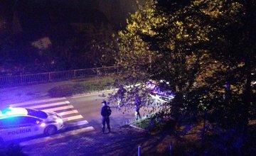 V mestskej časti Bôrik policajné auto na streche