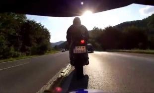 VIDEO: Aj takto jazdia a riskujú niektorí motorkári pod Strečnom