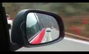 VIDEO: Arogantný vodič prešiel za vozidlom záchrannej služby cestu zo Žiliny do Martina