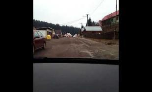 VIDEO: Cesta v Oravskej Lesnej je totálne rozpadnutá, kde boli kompetentní doteraz?