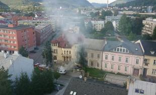 VIDEO: Na Framborskej ulici horela dodávka, na mieste sú hasiči aj polícia
