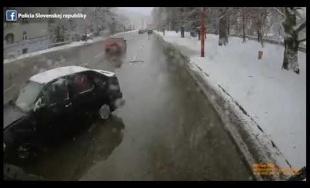 VIDEO: Po Ružomberku jazdil vodič s tromi promile, búral do áut na ceste