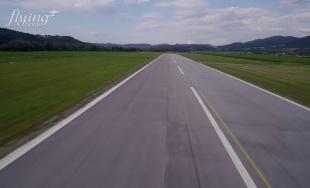 VIDEO: Prelet ponad Letisko Žilina v Dolnom Hričove a následné pristátie