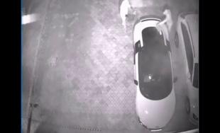 VIDEO: V noci došlo v Žiline k podpáleniu Audi R8, za dolapenie páchateľov je odmena 10 000 eur