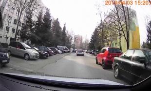 VIDEO: Vodič prechádzajúci sídliskom Solinky vyhadzoval z auta odpadky