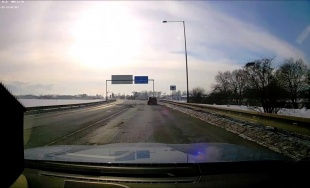 VIDEO: Vodič prichádzajúci z vedľajšej cesty ani len nepribrzdil a vyletel na hlavnú