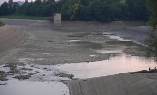 VIDEO: Vypustený Hričovský kanál a vodná nádrž Mikšová