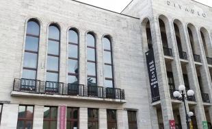 VIDEO: Z budovy Mestského divadla Žilina znejú mená žilinských obetí holokaustu