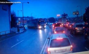 Video z priebehu vážnej dopravnej nehody na Košickej v Žiline