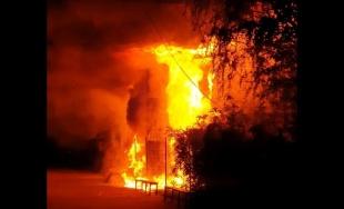 VIDEO: Zábery z nočného požiaru kultúrneho priestoru Stanice Žilina - Záriečie pod Rondlom